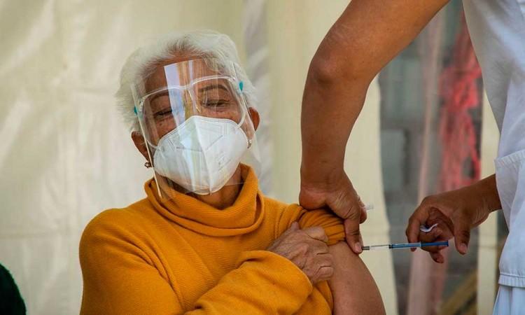 Te decimos cómo registrar a los adultos mayores que vivan al sur de Puebla capital para la vacuna