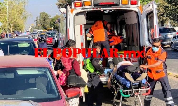 Mujer sufre infarto en fila para vacuna contra Covid-19 en Ciudad Universitaria