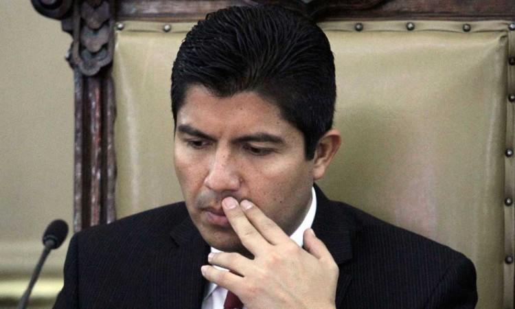 ¿Sabrá sortear Eduardo Rivera al PAN conversador y los escándalos del PRI?