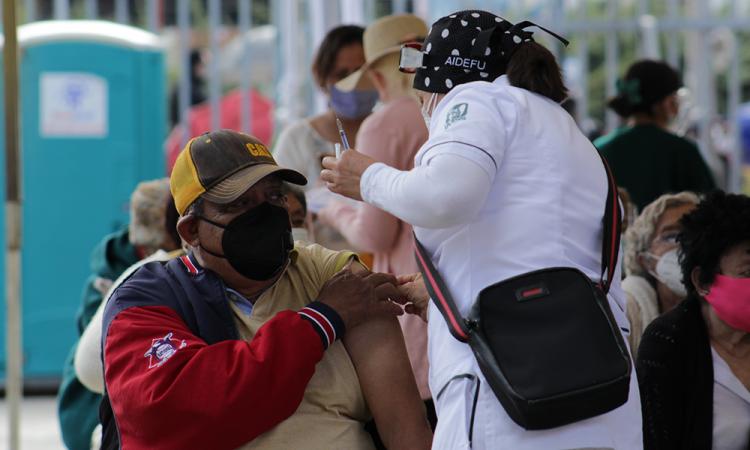 Sin contratiempos y con poca gente continúa el proceso de vacunación Covid-19 en Puebla