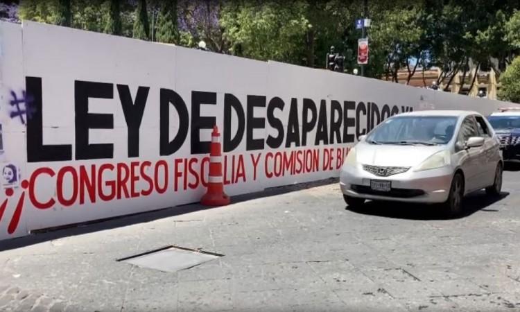 Poblanos aprueban el 'Muro de los que faltan'