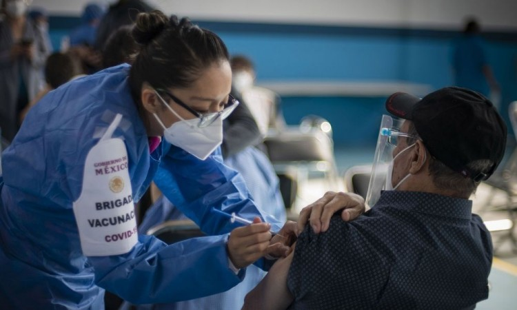 ¡No hay que temerle a las vacunas antiCovid! El doctor Alfredo Torres, egresado de la BUAP, te lo explica