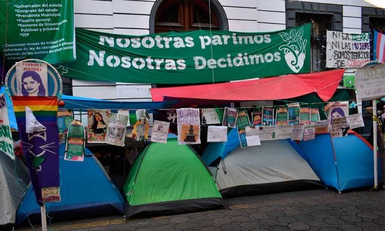 Colectivas feministas recuerdan al Congreso del Estado de Puebla que Parlamento Abierto sobre aborto debía ser en febrero