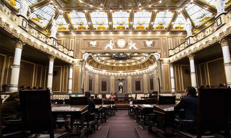 Unos renuevan sus licencias y otros regresan, así los diputados en el Congreso local de Puebla