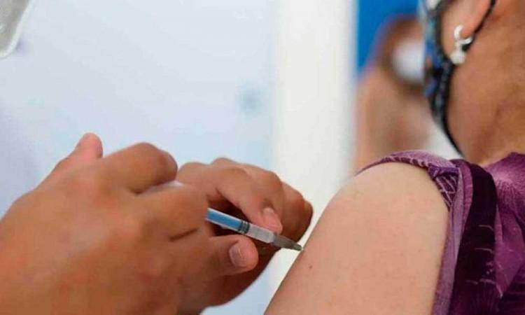Especialista UPAEP dice que la vacuna fue motivo para bajar la guardia ante Covid-19