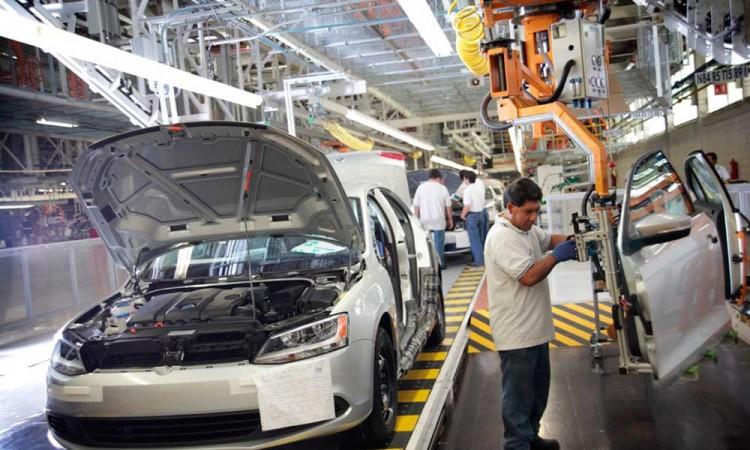 Beneficiaría a Puebla que VW incursione en producción de autos eléctricos desde la entidad: Economista