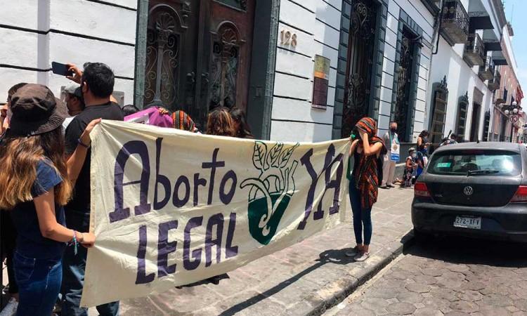 Colectivas feministas exigen legislar aborto antes del 30 de abril, piden a Biestro regresar y no aferrarse a la alcaldía