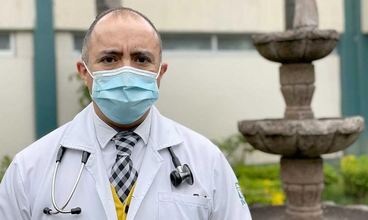 ¡La lucha no termina! Tras 12 días de estar intubado por covid, médico del IMSS regresa a salvar vidas en Puebla