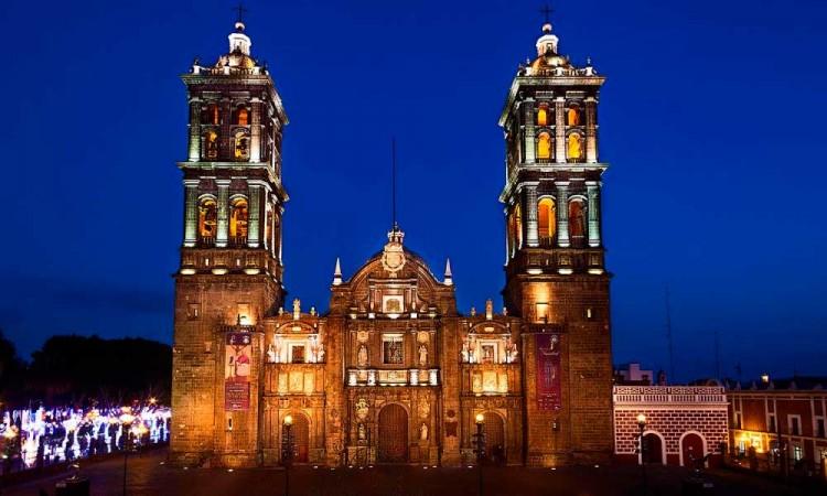 ¡La Catedral de Puebla está de fiesta! Se conmemora el aniversario 372 de su consagración por el obispo Juan de Palafox y Mendoza