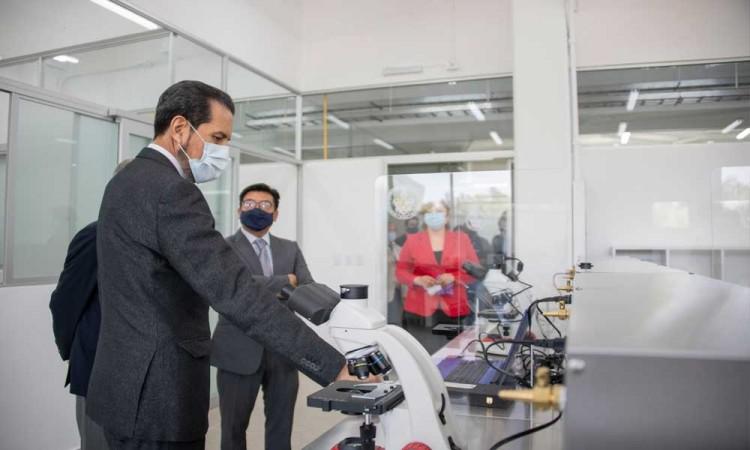 Entrega Rector de Buap laboratorios remodelados en la Facultad de Ciencias Biológicas