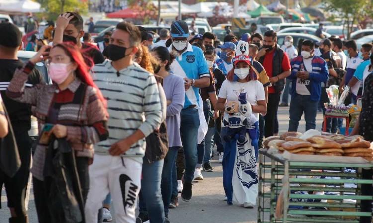 ¡Abarrotan el Cuauhtémoc! Se desviven aficionados por el Puebla vs Pumas luego de un año sin verlos