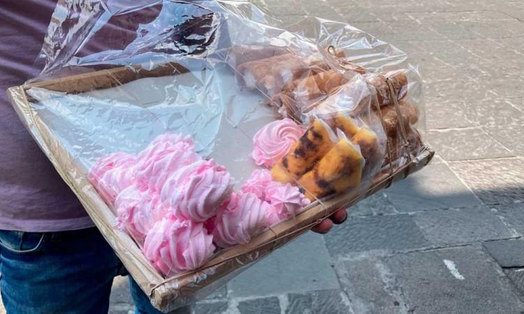 Venta de dulces típicos por calles de Centro Histórico, tradición que se va extinguiendo