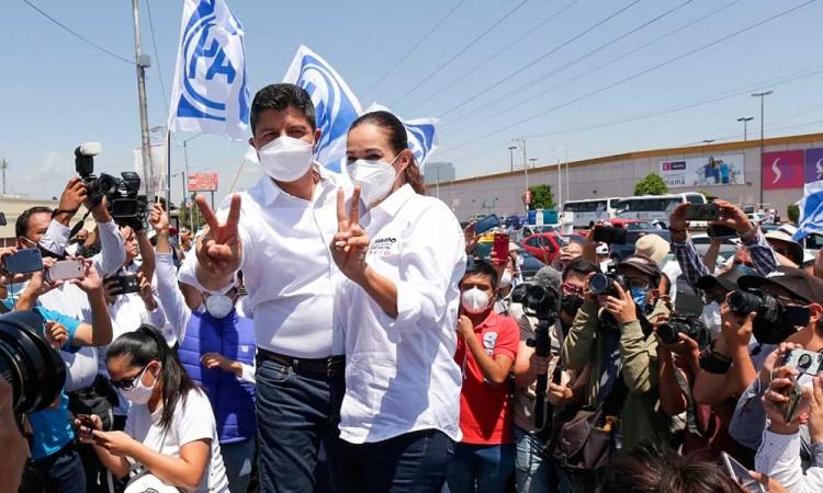 """Pide Eduardo Rivera al IEE """"cancha pareja"""" y ofrece ordenar ambulantes en Puebla"""