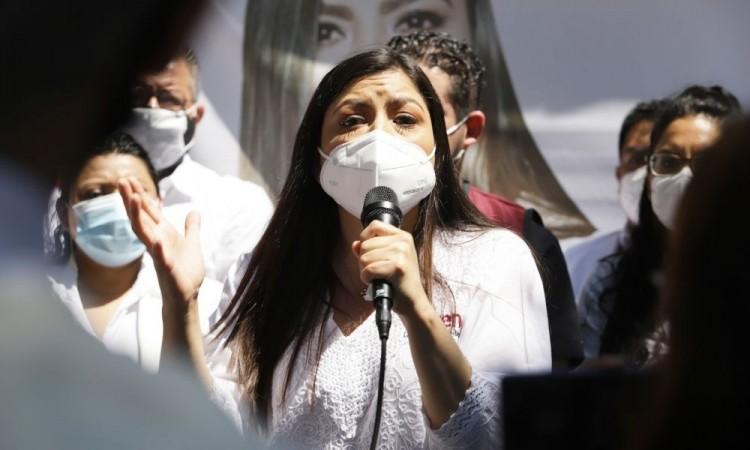 Grupos de choque ligados al PRI y PAN, los responsables de enfrentamiento entre ambulantes, sentencia Claudia Rivera