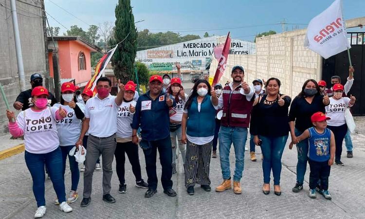 Toño López buscará regular los precios de la canasta básica en Puebla