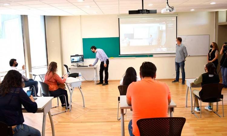 Asegura Ana Lucía Hill que trabajarán de manera permanente con las universidades que regresarán a clases presenciales
