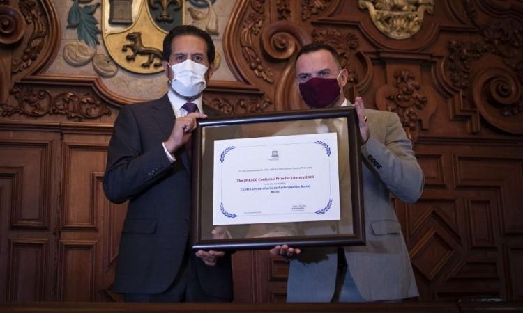 BUAP recibe Premio Internacional de Alfabetización UNESCO-Confucio