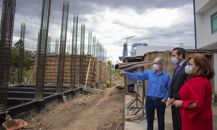 Rector Buap supervisa construcción de nuevo edificio para la Escuela de Artes Plásticas y Audiovisules