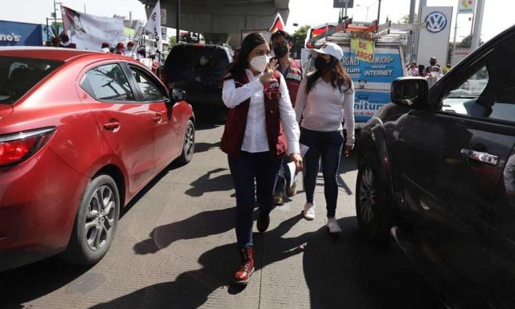 Las verdaderas encuestas están en la  calle, dice Claudia Rivera