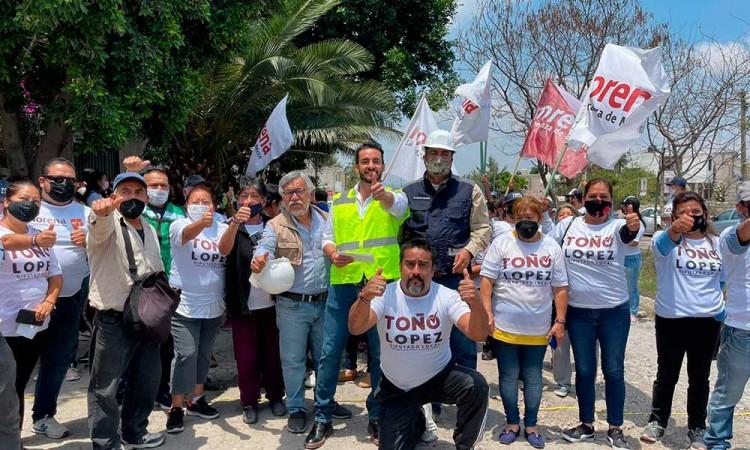 Arranca Toño López proyecto para rehabilitar avenida principal en La Guadalupana