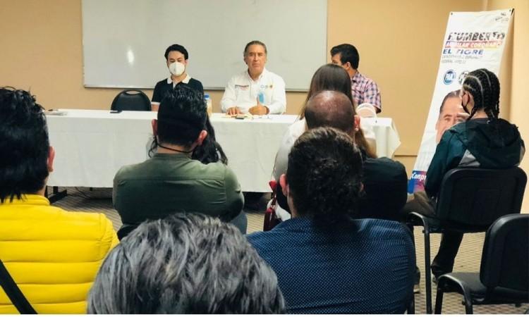Humberto Aguilar se compromete a impulsar leyes en beneficio de jóvenes emprendedores