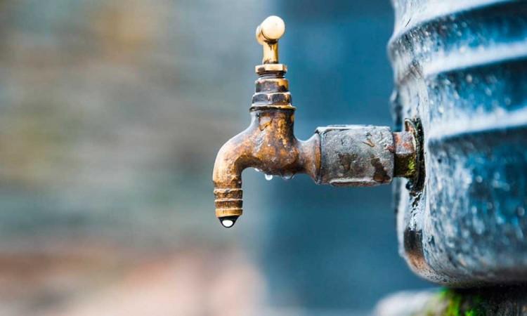 Candidatos van y vienen, pero el agua sigue escaseando y permanece privatizada en Puebla