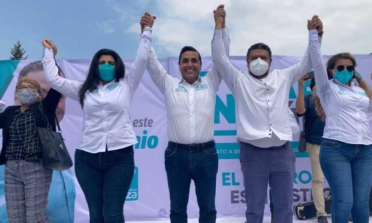 Cierra campaña Fabio Núñez con locatarios del mercado Zapata y vecinos del Distrito 19