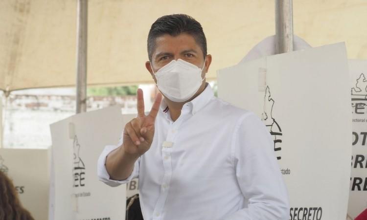Llama Eduardo Rivera a participar en la elección