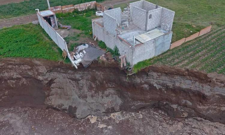 Aumenta de tamaño el socavón en Puebla, supera los 100 metros