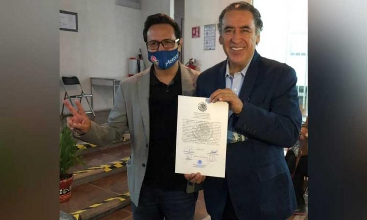 Recibe Humberto Aguilar constancia que lo acredita como ganador de diputación federal del Distrito 10
