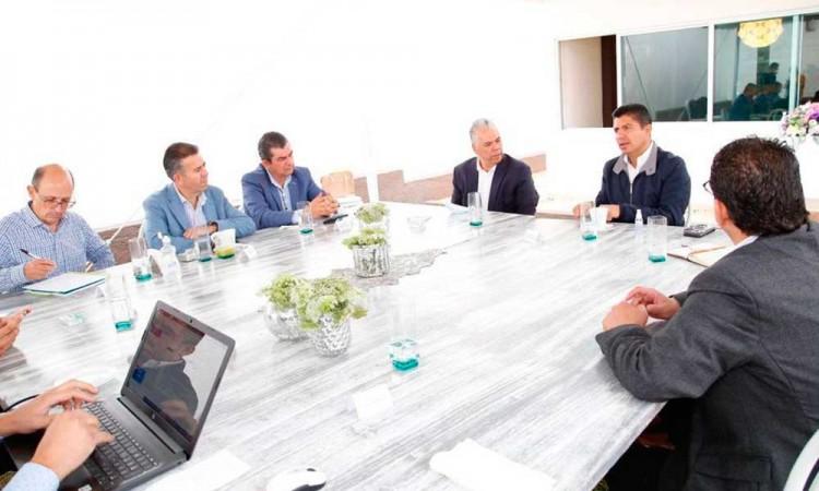 Acuerdan iniciar mesas de trabajo permanentes Eduardo Rivera e Iniciativa Privada