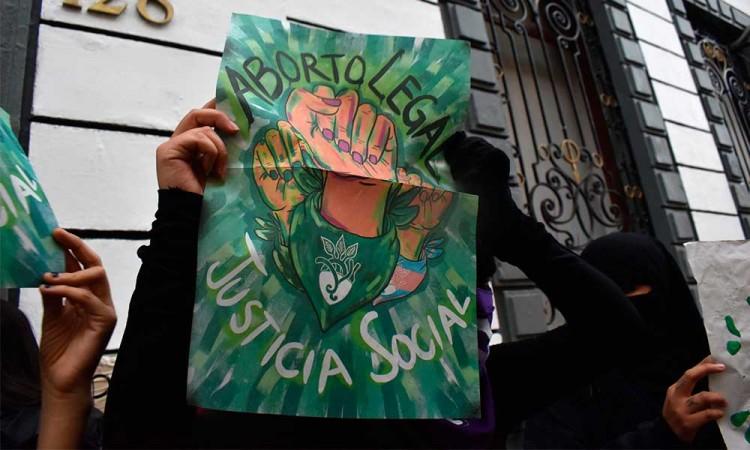 Ingresan a comisiones del Congreso iniciativas para despenalizar el aborto en Puebla