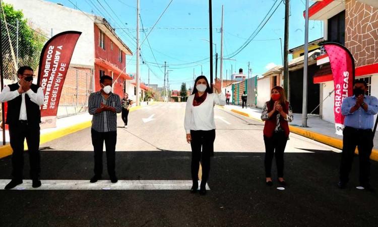 Entrega Claudia Rivera obras públicas en San Baltazar Campeche