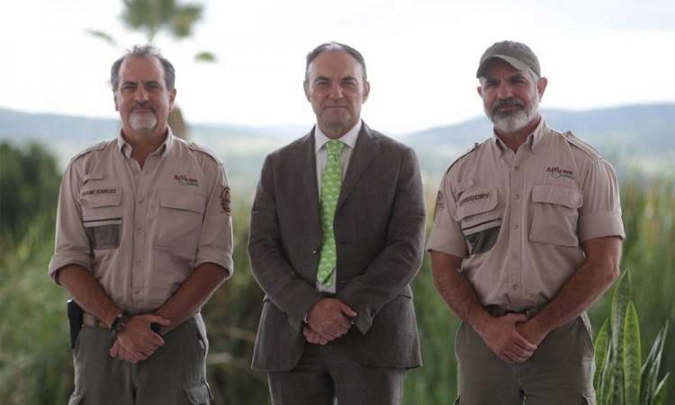 Firma Africam Safari convenio con la empresa Lester colchones para la conservación del elefante africano