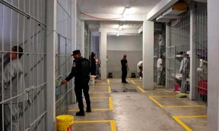 Ante fuga de reo, Barbosa planea reforzar penales de Puebla