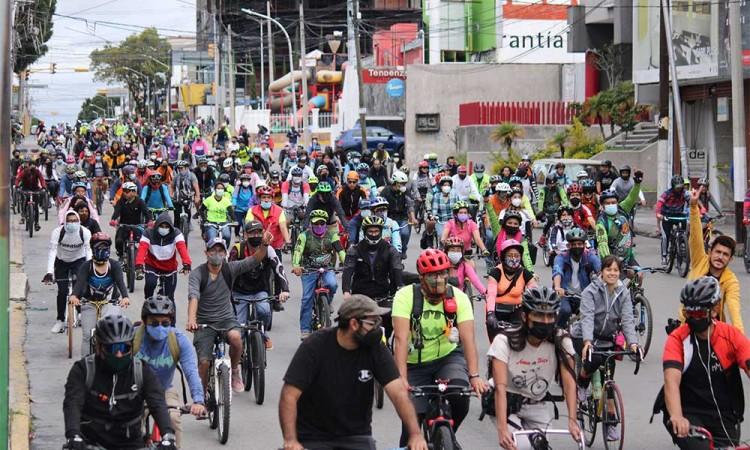 Realizan mega rodada para exigir inclusión vial en Puebla