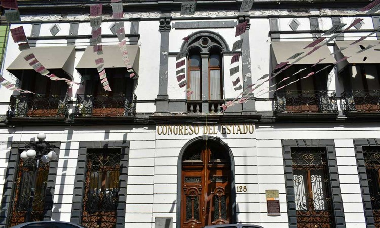 Pelea Morena Puebla más plurinominales en el Congreso local