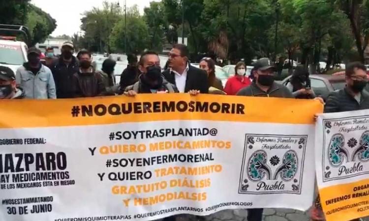 """Quiero seguir viviendo"""", se manifiestan en Puebla ante la falta de medicamentos"""