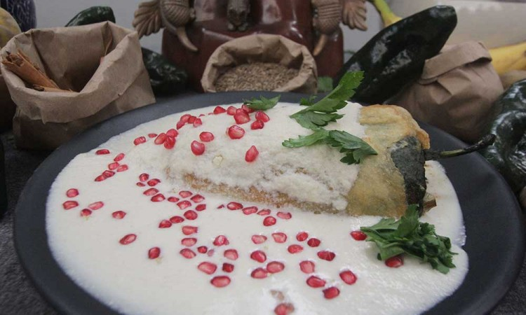 Historia del Chile Relleno con Nogada o Chile en Nogada; tradición moldeable de la gastronomía poblana