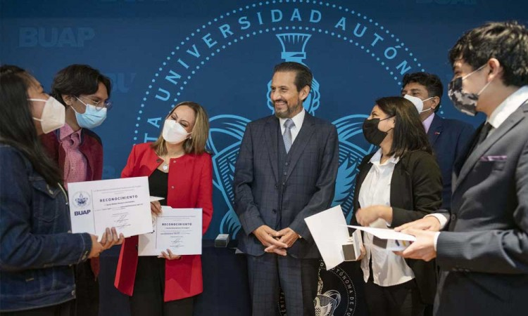 Reconoce el Rector Alfonso Esparza a ganadores de #EmprendeBUAP del nivel medio superior