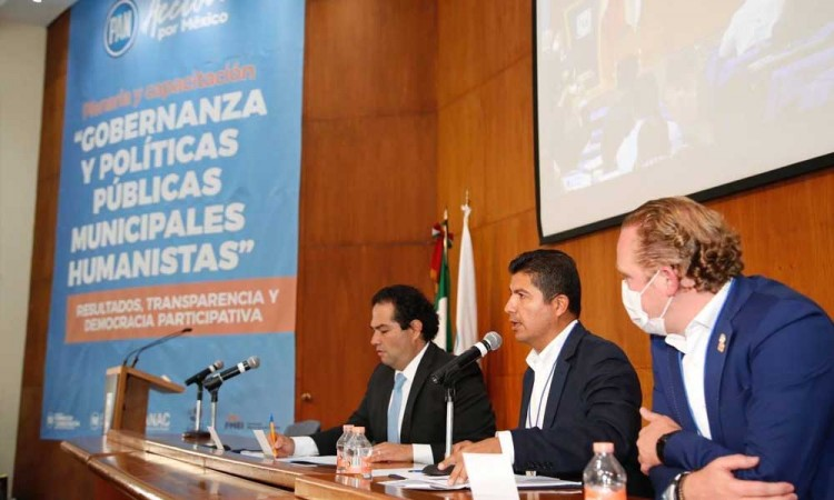 Está en nuestras manos poderle servir a la gente, para eso hemos sido electos: Eduardo Rivera