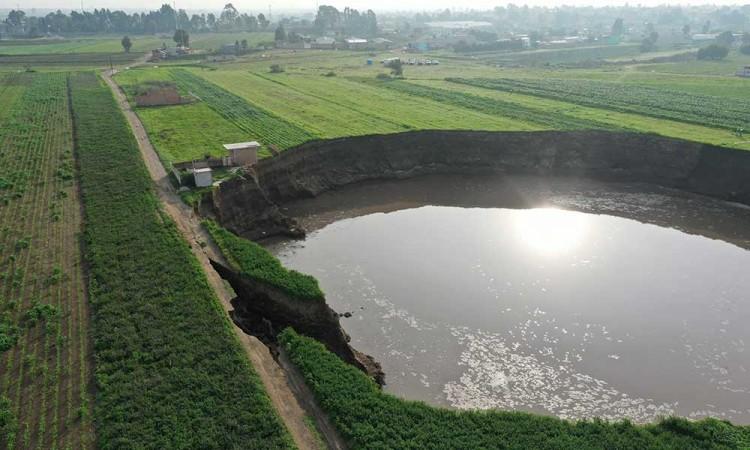 Falla natural y no por sobre explotación de agua, dice Conagua acerca de la formación del socavón en Zacatepec