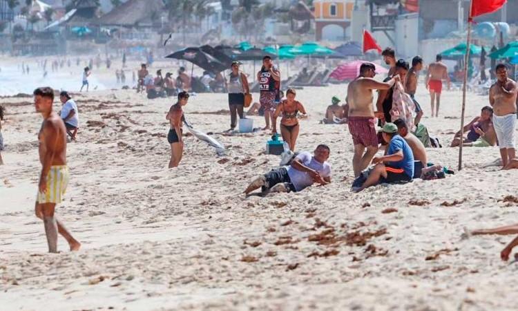 Empiezan los contagios, viajan 500 estudiantes poblanos a Cancún y detectan 30 casos positivos de COVID