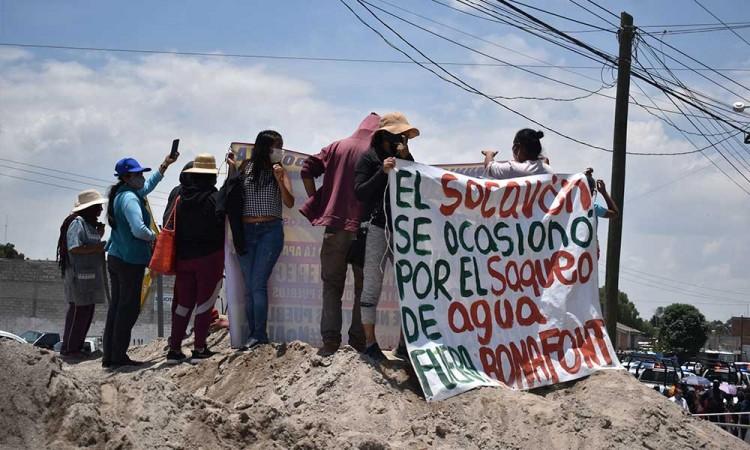 Ante opinión de CONAGUA, Bonafont exige retirar a manifestantes que bloquean los accesos a la planta