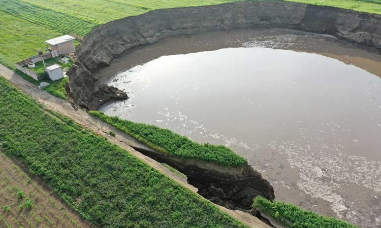 Revela Secretaría de Medio Ambiente que el socavón se generó por extracción masiva de agua por pozos irregulares