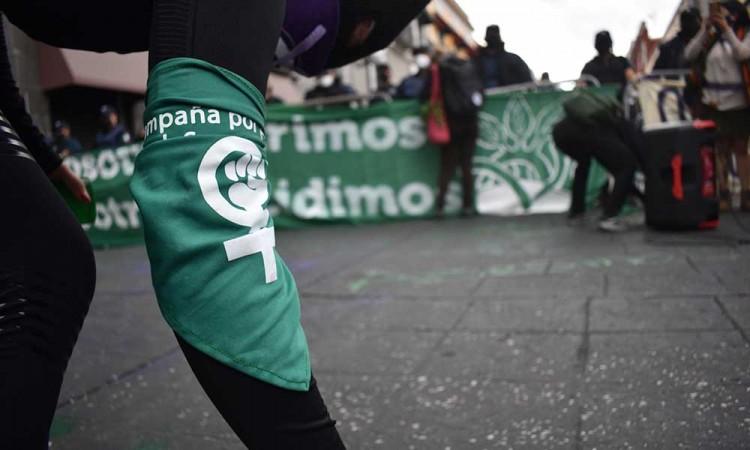 Ante próximas discusiones de la ILE en Comisiones del Congreso de Puebla, colectivos feministas se mantienen sin reacciones
