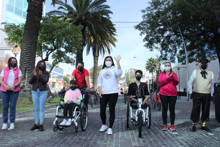 Entrega de parque vehicular adaptado vía recreactiva Puebla