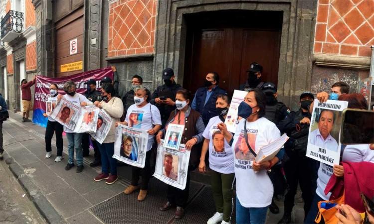 Protestantes exigen aprobar Ley de personas desaparecidas.
