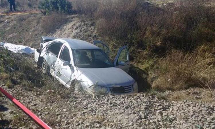 Tren embiste un auto; tres muertos