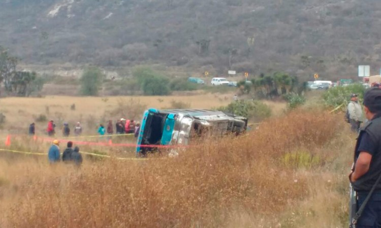 Volcadura en Cañada Morelos deja un muerto